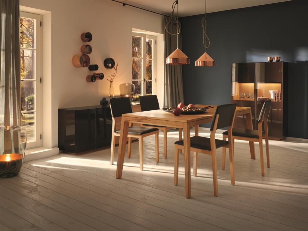 Esszimmermöbel aus Holz