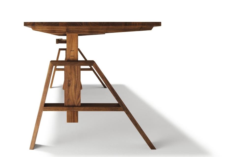 höhenverstellbarer Schreibtisch Nußbaum